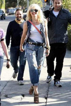 female celebrities wearing levis 501 gwen stefani