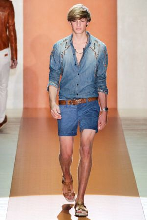 men in sexy short pants gucci