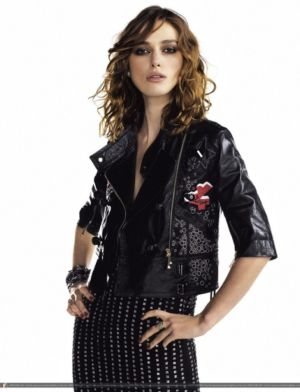 celebrities wearing gucci leather jackets keira