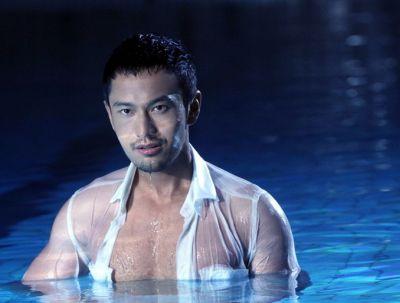 Huang Xiaoming hot in wet shirt