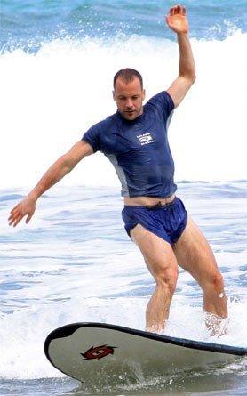 Peter-Sarsgaard-Surfing-Hawaii