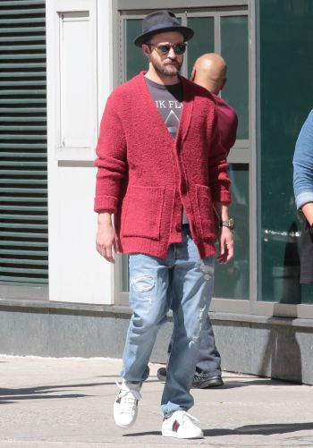 celebrity gucci shoes - famous men wearing gucci - justin timberlake