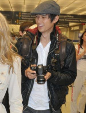 celebrities wearing superdry leather jacket harry shum glee actor