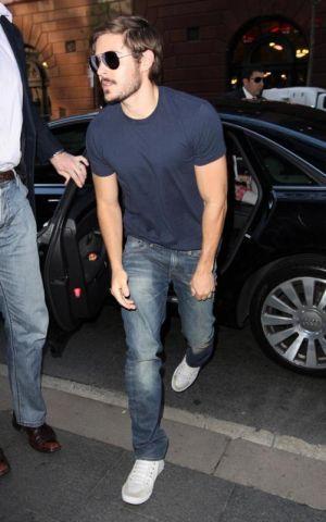 zac efron jeans brand levis