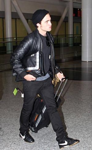 nike air zoom fc shoes on robert pattinson. celebrities wearing nike shoes