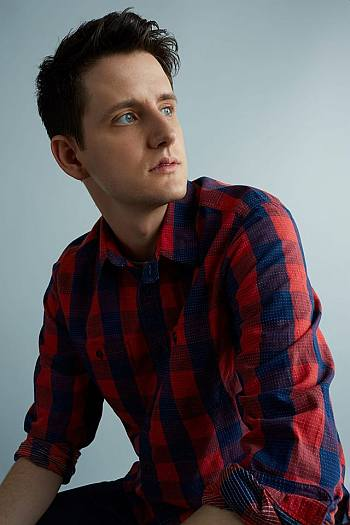 celebrities wearing gap zach woods