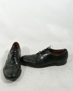 robert pattinson shoes brooks bothers peal leather wingtip shoes