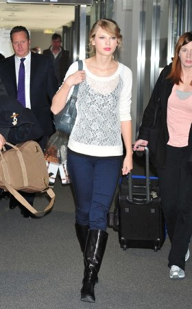 celebrities wearing jeggings