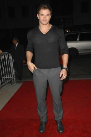 long sleeves vneck shirt. black shirt on kellan lutz