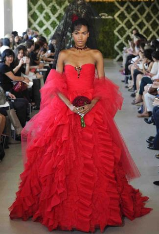 red wedding dresses - oscar de la renta2