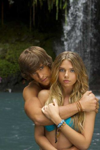 brenton thwaites shirtless blue lagoon