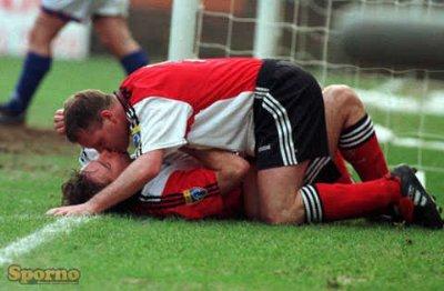 football players kissing - Paul Gascoigne Ally McCoist