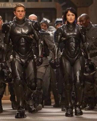 Charlie Hunnam and Rinko Kikuchi in pacific rim