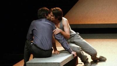 diego-luna-jose-maria-yazpik-gay-lovers