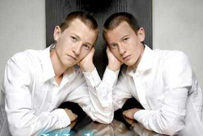 elliot and luke tittensor - identical twins