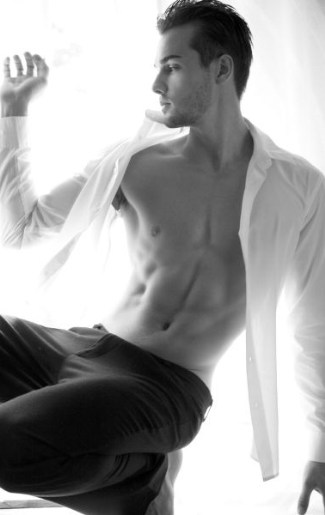 paul knops - male model with smooth chest