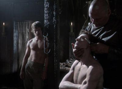 alfie allen shirtless actor games of thrones