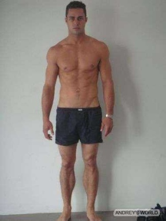 taylor kinney boxers or briefs