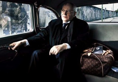 Mikhail Gorbachev carries a Louis Vuitton Keepall 45 Luggage Bag