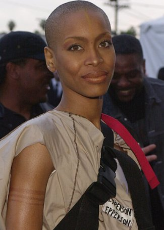bald black female celebrity - erykah badu