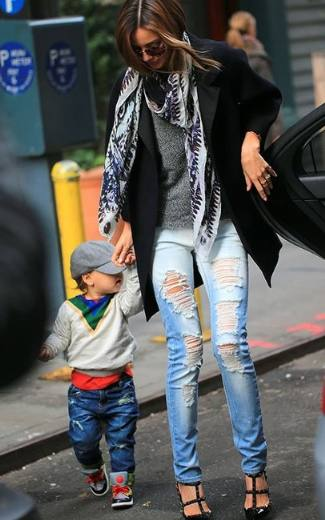 distressed designer jeans 2013 - mango super slim ripped jeans on miranda kerr