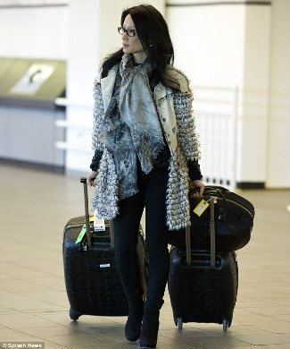 celebrity leggings lucy liu elementary leggings