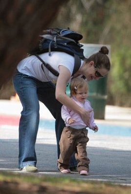north face bags for women - jennifer garner with North Face Recon II Backpack
