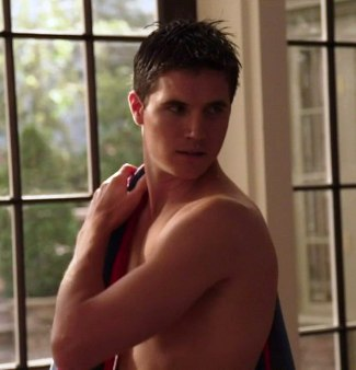 robbie amell sexy hunk