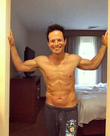 scott wolf shirtless body and hot daddy