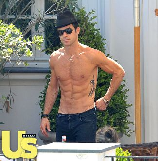 40 year old guy six pack washboard - justin theroux