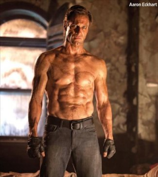 45 year old man with sixpack washboard abs - aaron eckhart in i frankenstein