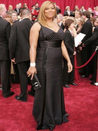 Queen Latifah is in a black ribbon tuxedo gown by Carmen Marc Valvo 2007 oscars