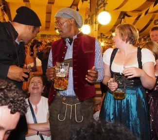 famous men wearing lederhosen - samuel l jackson2 - oktoberfest