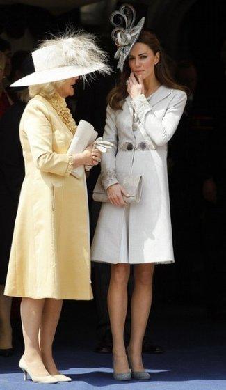 kate-middleton-wearing Katherine Hooker Buxton Coat