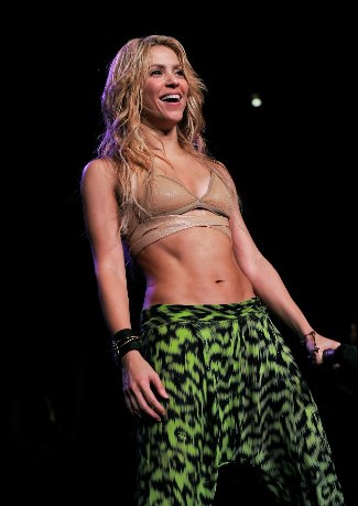 shakira-washboard-abs-female-celebrity