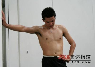 taufik hidayat shirtless - indo badminton champ