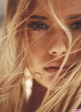 Chris-Pine-girlfriend-modeling photo