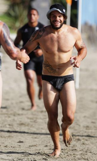 sam rapira speedo - nz warriors training session at takapuna beach auckland nz