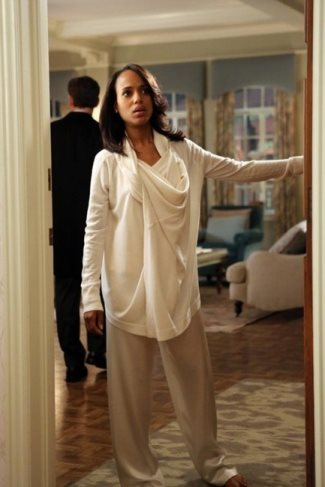 Olivia Pope wore a Donna Karan Hooded Cashmere Cozy in Scandal episode 2x20 - la perla pajama pants