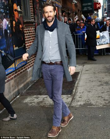 celebrities wearing boat shoes - ryan reynolds
