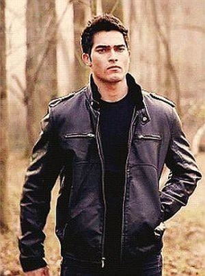 Tyler Hoechlin leather jacket - teen wolf3