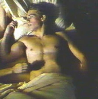 michael-vartan-young-naked-in-bed