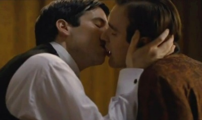 charlie cox gay kiss in downton abbey