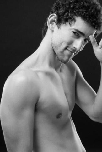Luis Gerardo Méndez shirtless - sin camisa
