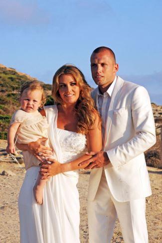 white wedding tuxedo - John Heitinga with Charlotte Zenden - one year old daughter Jezebel