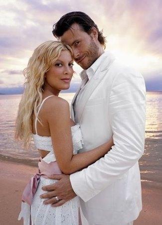white wedding tuxedo - dean mcdermott and tori spelling - renewal