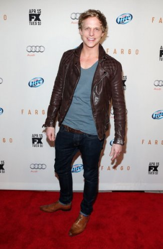 chris geere fashion - skinny jeans and leather jacket