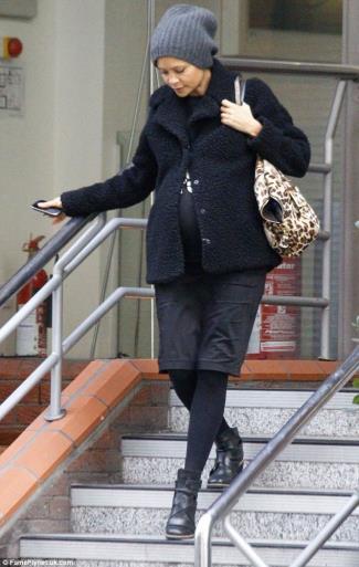 Actress Thandie Newton wearing her Seraphine Ponte Black Maternity Pencil Skirt