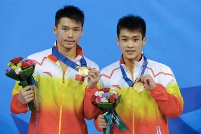 Chen Aisen and Zhang Yanquan - best world divers - platform