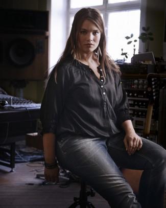 plus size jeans for women - zizzi jeans editorial for spring 2011 - tara lynn